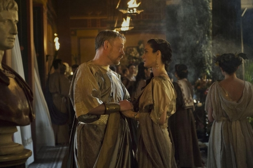 Jared-Harris-and-Carrie-Anne-Moss-in-Pompeii-2014-Movie-Image